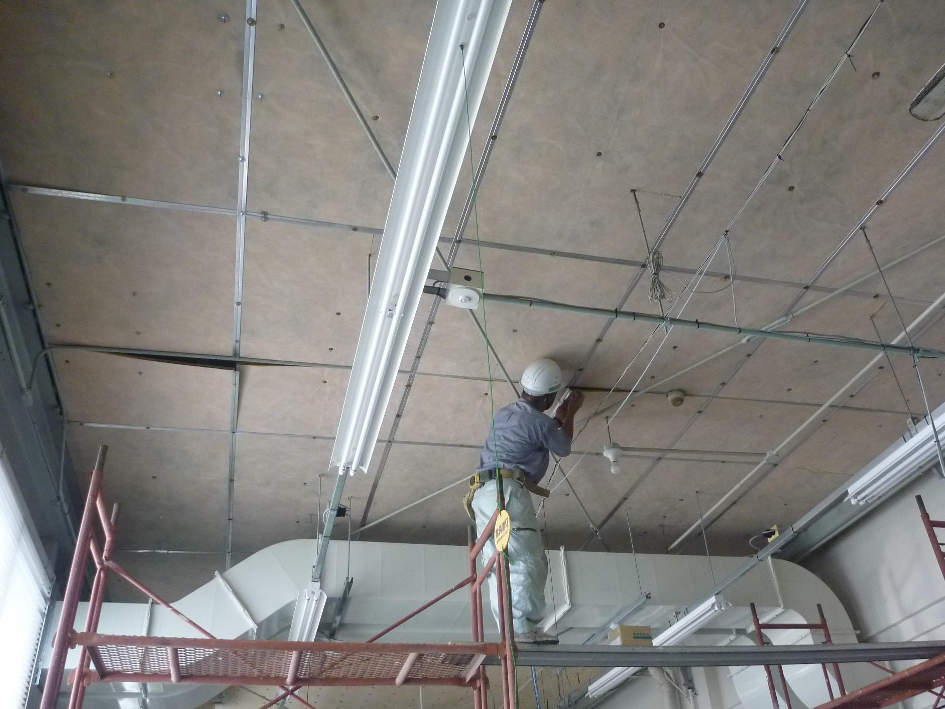 倉庫天井修理