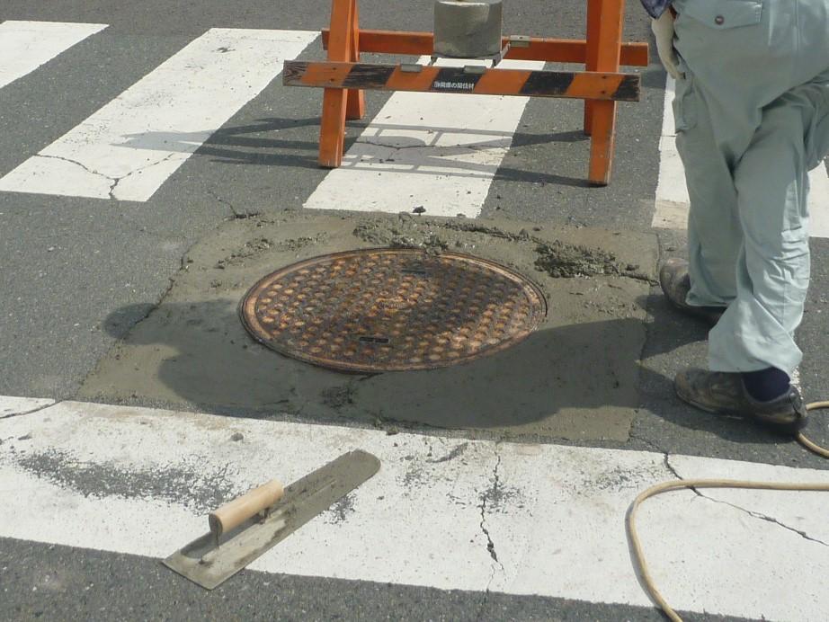 マンホール周りコンクリート修理
