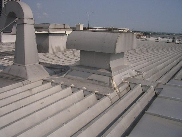 工場屋根 雨漏り修理