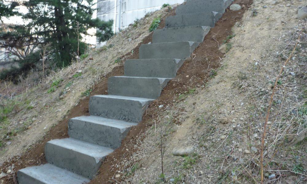 屋外傾斜面 階段修理