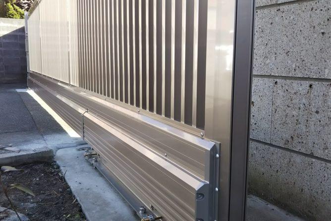 引戸(5.4m)を吊元で支える高技術